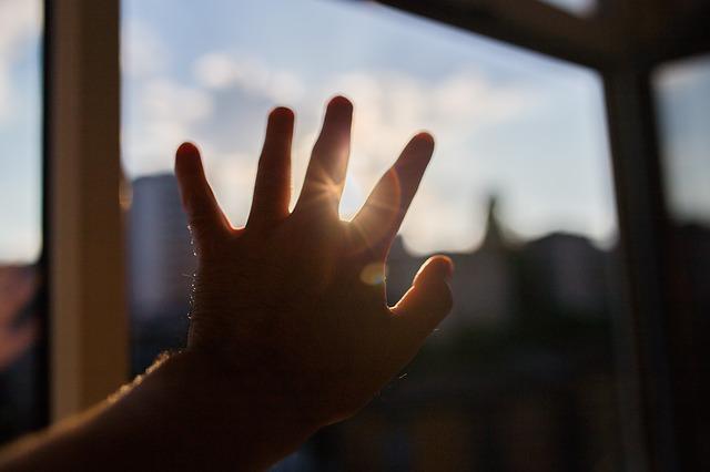 太陽光線と手