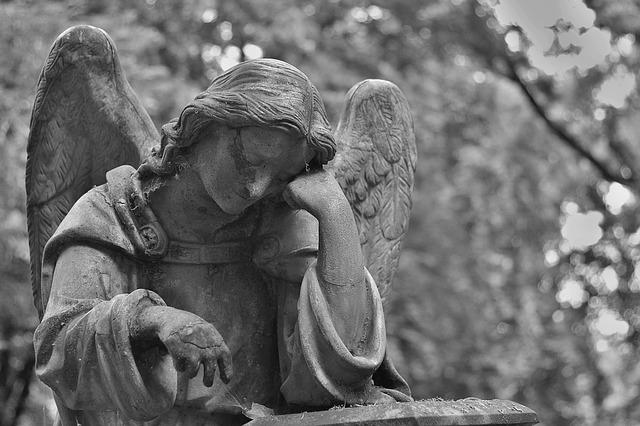 悲しむ天使