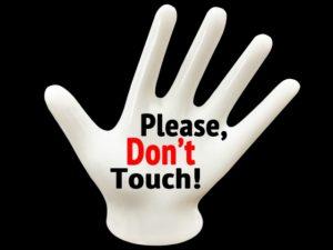 触らないで!