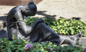 悲しい・石像
