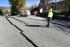 地震・地面ひび割れ